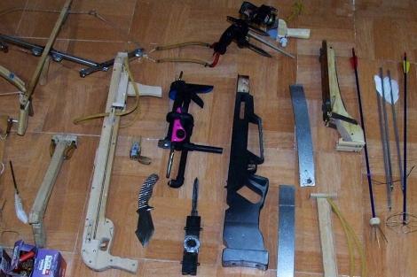 Varias de las armas requisadas por la Guardia Civil.   Manuel Cuevas