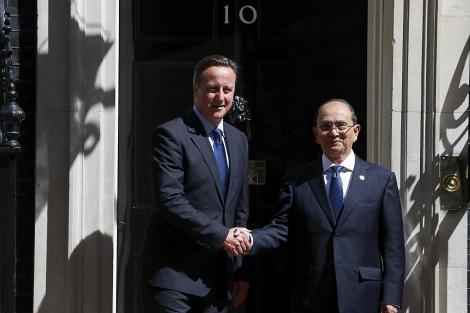 El 'premier' británico junto al presidente de Myanmar, Thein Sein durante su visita. | Reuters