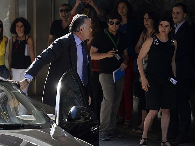 Bárcenas entrando en la Audiencia para declarar ante el juez el 27 de junio. | Pierre Marcou / Afp