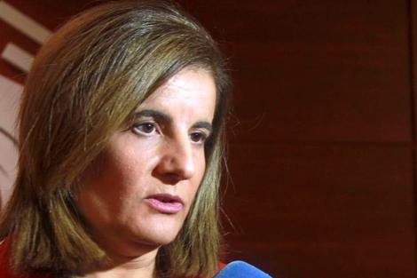La ministra Báñez a tiende a la prensa durante la cumbre del G-20 en Moscú. | Efe