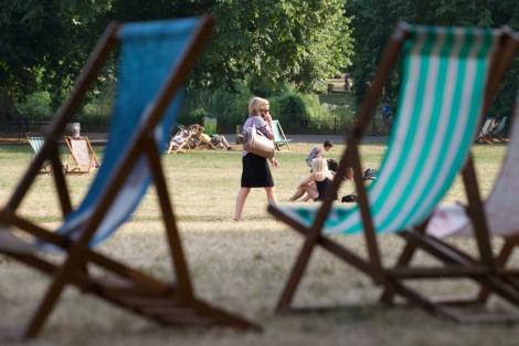 Hamacas en el parque de St. James de Londres. | AFP