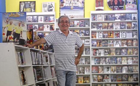 Juan Antonio Pardo, propietario del videoclub Teles de Valencia. | José Cuéllar