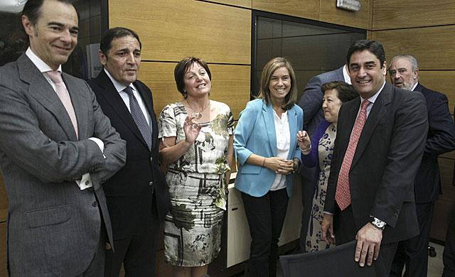 La ministra Ana Mato en el Consejo Interterritorial de hoy acompañada por algunos consejeros autonómicas. | Paco Campos/ Efe