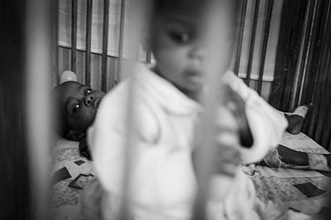 Dos huérfanos en el orfanato de Goma
