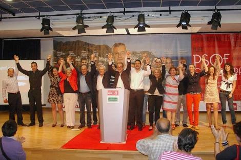 Cristóbal Fernández junto a dirigentes socialistas provinciales en la campaña de las últimas municipales. | M.C.