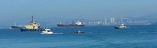 Los barcos en conflicto este miércoles. | El Mundo