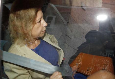 Munar en el coche policial que la ha trasladado a la cárcel. | Jordi Avellà