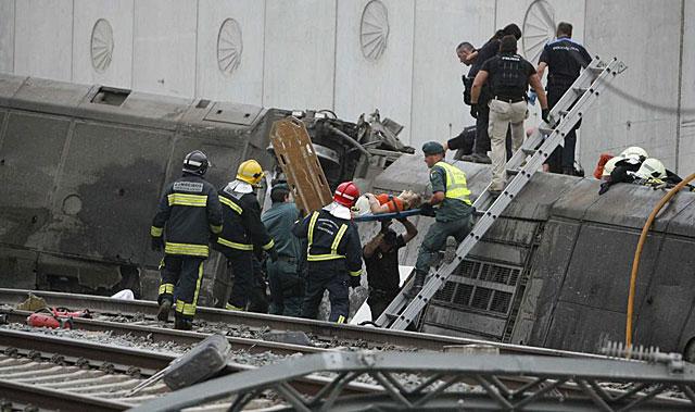 Rescate de uno de los heridos. | El Correo Gallego