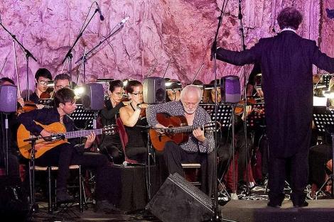 El maestro Manolo Sanlúcar, en su último concierto ofrecido este sábado en Nerja.   Efe