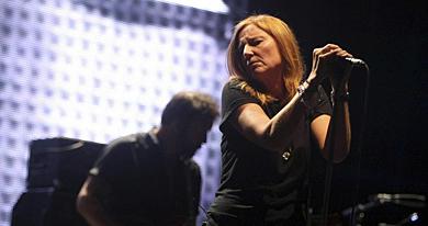 La vocalista de Portishead, Beth Gibbons, durante su actuación. | Efe