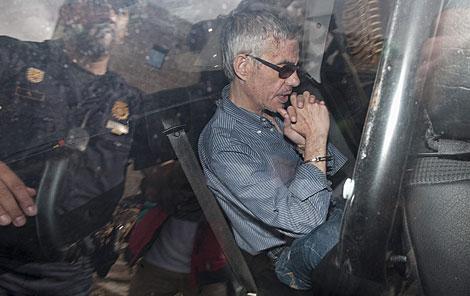 Camino de su primera comparecencia ante el juez. | P. Blázquez / Getty Images