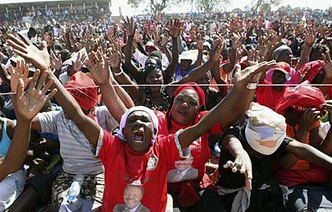 Seguidores del primer ministro, Morgan Tsvangirai.   Reuters