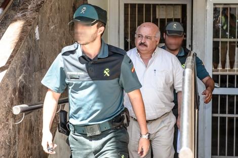 El ex conseller Josep Joan Cardona a su salida del juzgado de Eivissa. | Sergio G. Cañizares