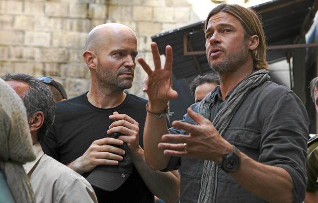 Marc Forster y Brad Pitt, durante el rodaje de GMZ.   Jaap Buitendijk