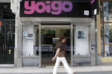 Tienda de la compañía telefónica Yoigo en la calle Alcalá   Alberto di Lolli