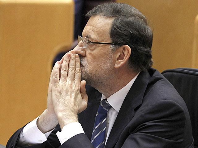 Rajoy escucha la intervención de los portavoces parlamentarios. | J.J. Guillén / Efe