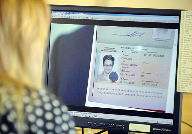 El nuevo pasaporte de Snowden.| Afp