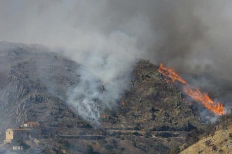 Incendio en la Sierra Norte de Guadalajara. | EFE