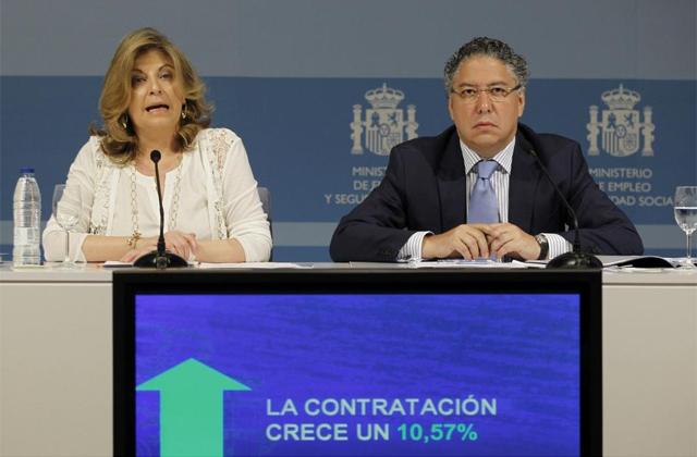 Los secretarios de Estado de Empleo, Engracia Hidalgo, y de Seguridad Social, Tomás Burgos. | Efe