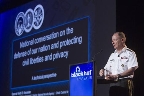 General Keith Alexander durante su intervención en Black Hat USA 2013 | Reuters
