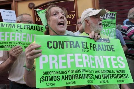 Afectados por preferentes protestando ante el Senado. | Antonio Heredia