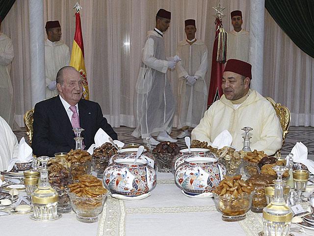 El Rey Juan Carlos junto al rey de Marruecos, Mohamed VI, durante su última visita a Rabat. | Efe