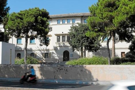 Vista de la parte lateral del edificio del Psiquiátrico de Palma.   Jordi Avellà.