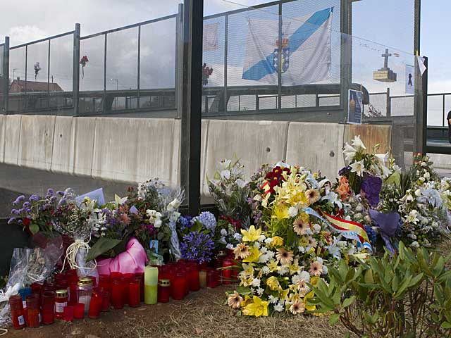 Flores en el lugar del accidente. | Foto: Carlos García.