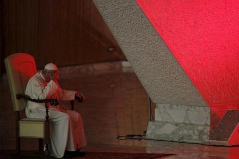 El Papa Francisco con gesto pensativo en el Vaticano.| Reuters