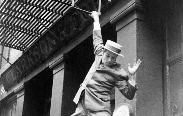 Persecución pro Manhattan durante la película.| George Eastman House. VEA MÁS ESCENAS DE LA PELÍCULA
