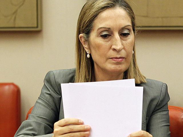 La ministra de Fomento, Ana Pastor, durante su comparecencia en el Congreso. | Foto: Efe / J. J. Guillén.