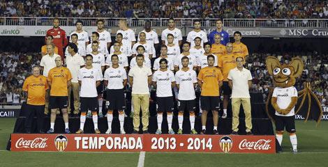 Foto de familia de la nueva plantilla del Valencia CF. | Efe