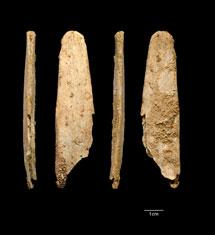 Cuatro vistas de la herramienta mejor conservada de las cuatro. | Abri Peyrony & Pech-de-l'Azé I Projects