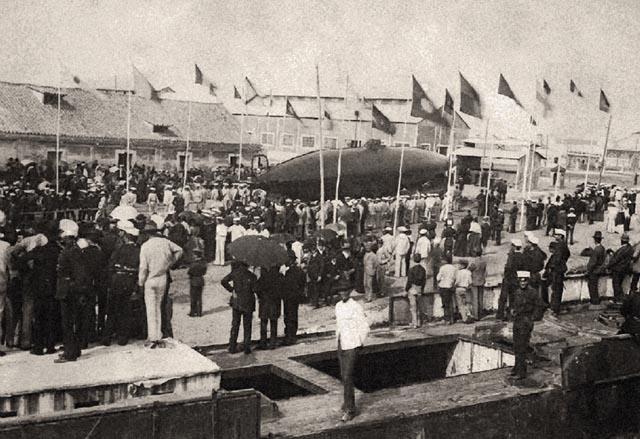 Imagen de la botadura del submarino.