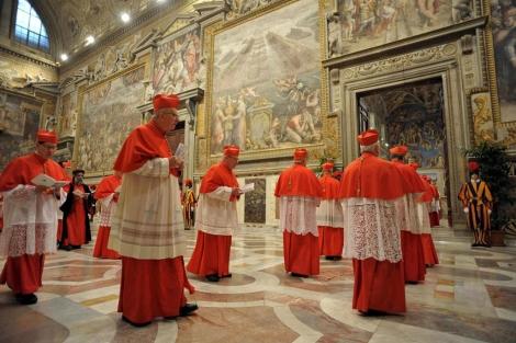 Un grupo de cardenales antes del cónclave.  Efe