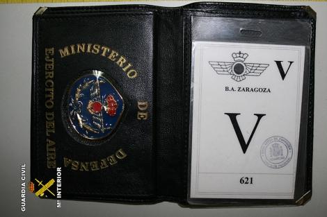 Parte de la documentación incautada al falso agente secreto. | Guardia Civil