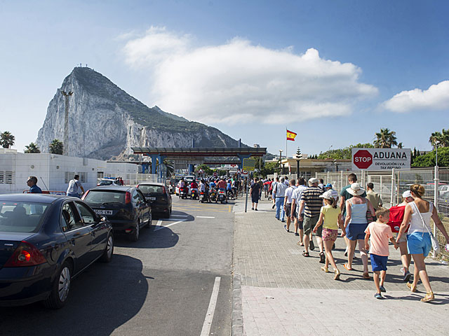La frontera entre España y Gibraltar.| Marcos Moreno / Afp