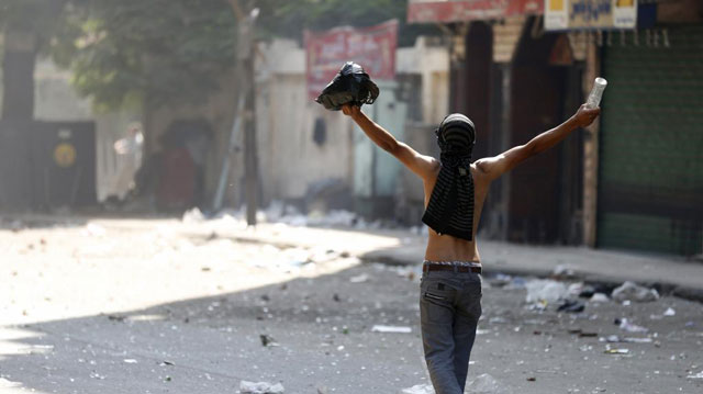 Un seguidor de Mursi, en una protesta cerca de Ramses.   Reuters