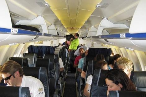Interior de un avión en el aeropuerto de León | M.Luengo