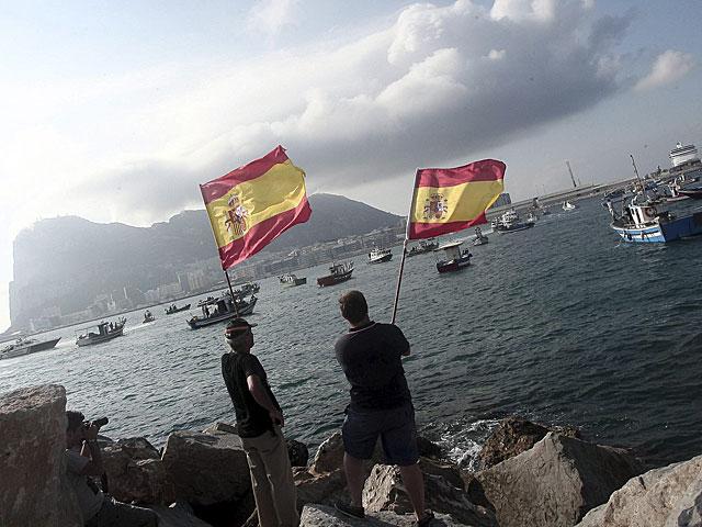Pescadores de Algeciras se manifiestan frente al Peñón. | Francisco Ledesma.