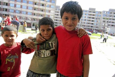 Niños gitanos en el barrio Lunik IX en Kosice.| Amanda Figueras