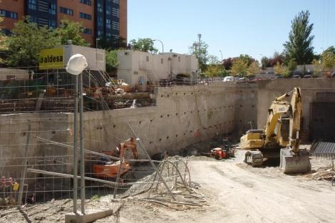 Un solar residencial en su primera fase de construcción en Madrid. | EM