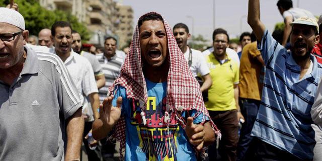 Simpatizantes de los Hermanos Musulmanes se manifiestan en Nasr, El Cairo. | Efe