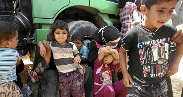 Familias sirias, a su llegada a un campamento para refugiados en Jordania. | Efe MÁS IMÁGENES