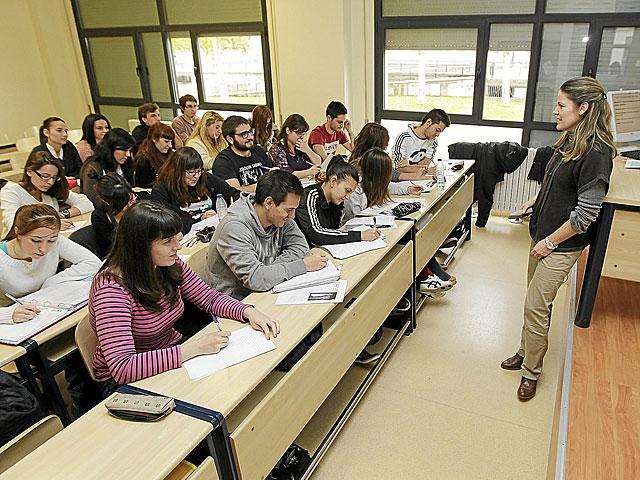 Alumnos de la Facultad de Filosofía y Letras de la Universidad de Valladolid en clase. | J.M Lostau