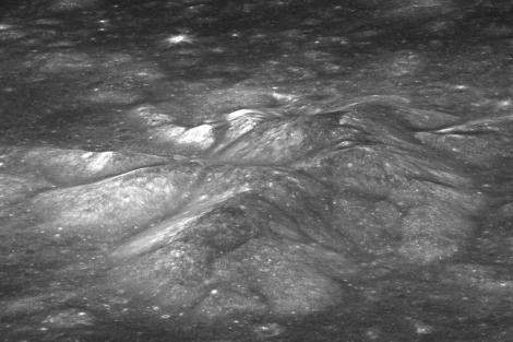 El pico central del cráter 'Bullialdus'. | NASA Goddard / Universidad del Estado de Arizona