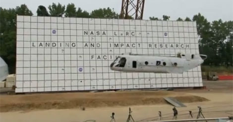 El helicóptero, cedido por el Ejército, durante la caída. | NASA