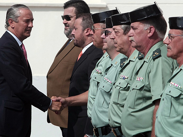El director de la Guardia Civil, Arsenio Fernández de Mesa, saludando a los agentes. | Francisco Ledesma