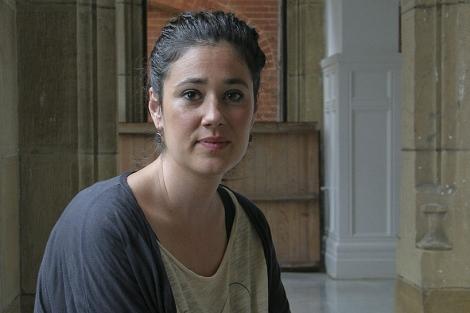 La ilustradora Leire Fernández en los Cursos de Verano.   Araba Press