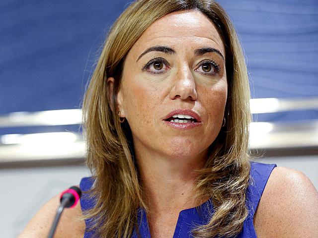 Carme Chacón, durante la rueda de prensa en el Congreso.   Chema Moya / Efe